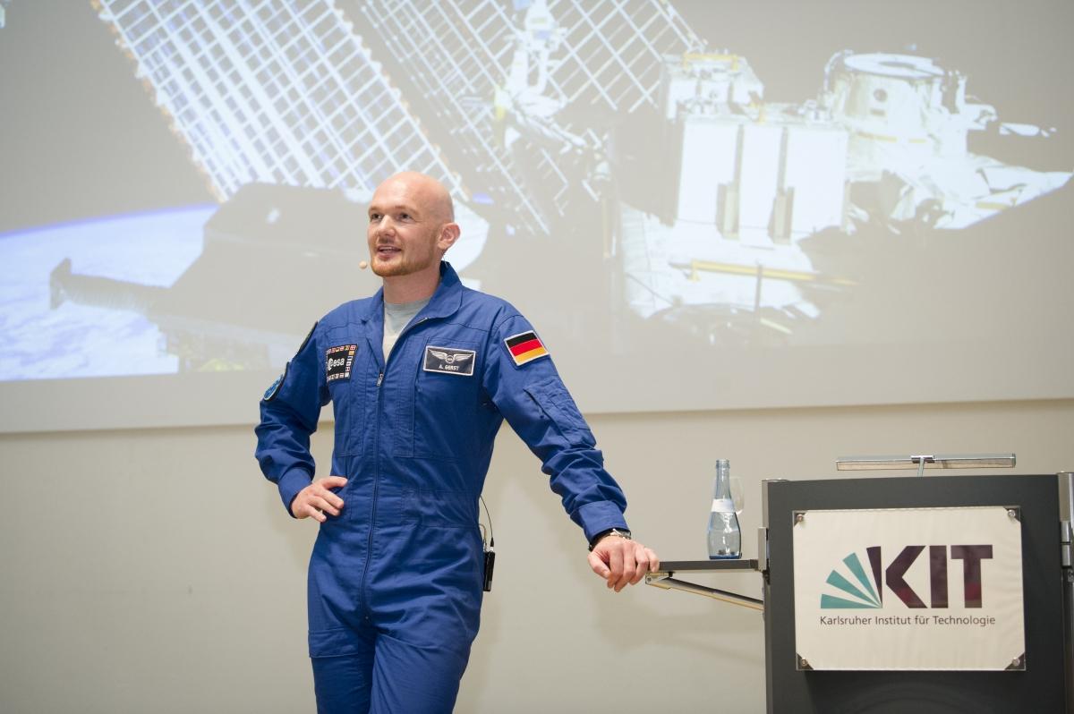 Astronaut Alexander Gerst bei einem Gastvortrag am Karlsruher Institut für Technologie (Foto: Markus Breig)