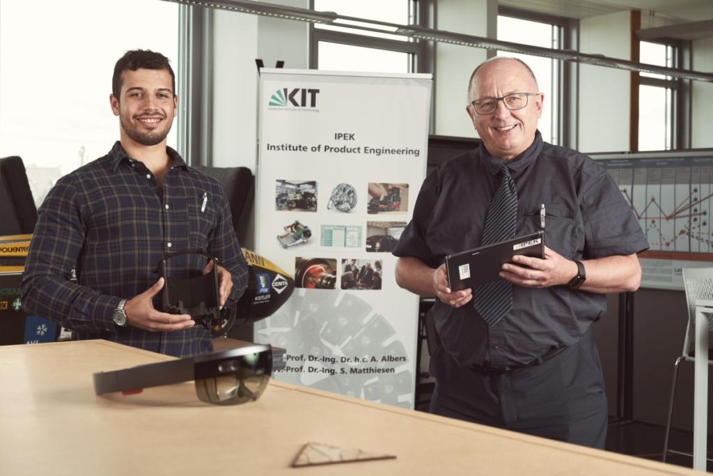 """Koordination des Extended Reality Labs am IPEK: Institutsleiter Professor Albert Albers und Doktorand Marc Etri. (Foto: Cynthia Ruf)"""