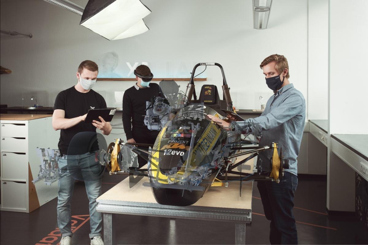"""""""Extended Reality: Arbeiten an gemischt physisch-virtuellen Prototypen am Beispiel eines Formula Student-Rennwagens (KA-RaceIng, KIT12evo). (Foto: Cynthia Ruf)"""")"""