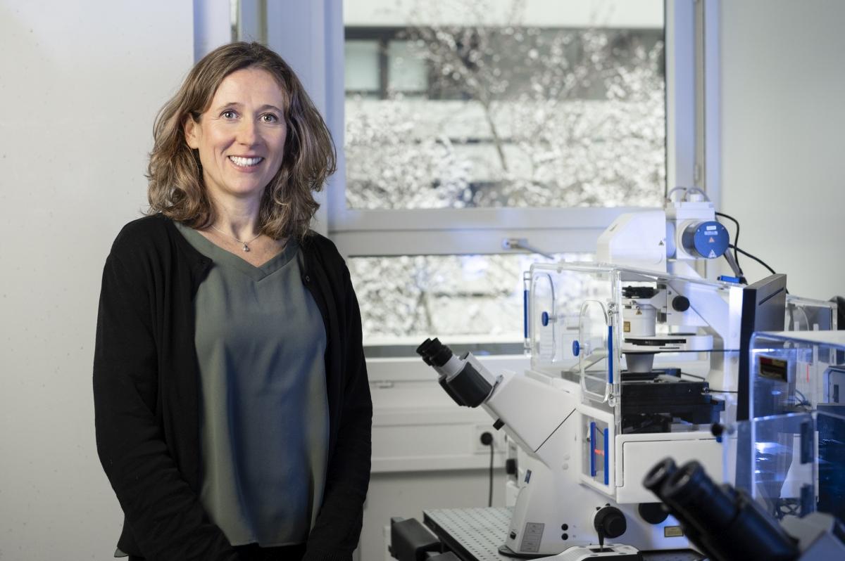 Sylvia Erhardt forscht am KIT zur molekularen Zellbiologie. (Foto: Laila Tkotz, KIT)